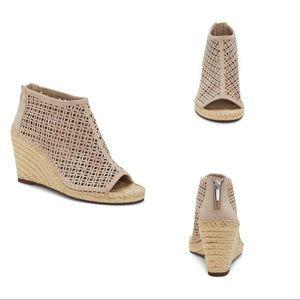 Vince Camuto Shoes - VINCE CAMUTO Lereena Bootie Sz 7.5 EUC